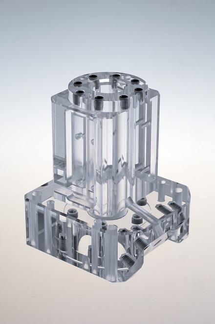 PMMA, Plexiglas, Acrylglas, Makrolon, Lexan, Polycarbonat, PC, PET-G, SAN, Polystyrol, PVC, PE sind überzeugende Werkstoffe.